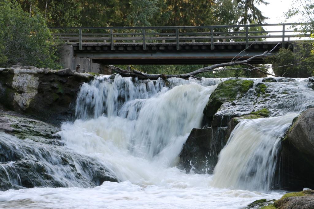 Myllykulmankoskessa on kaunis luonnon vesiputous.