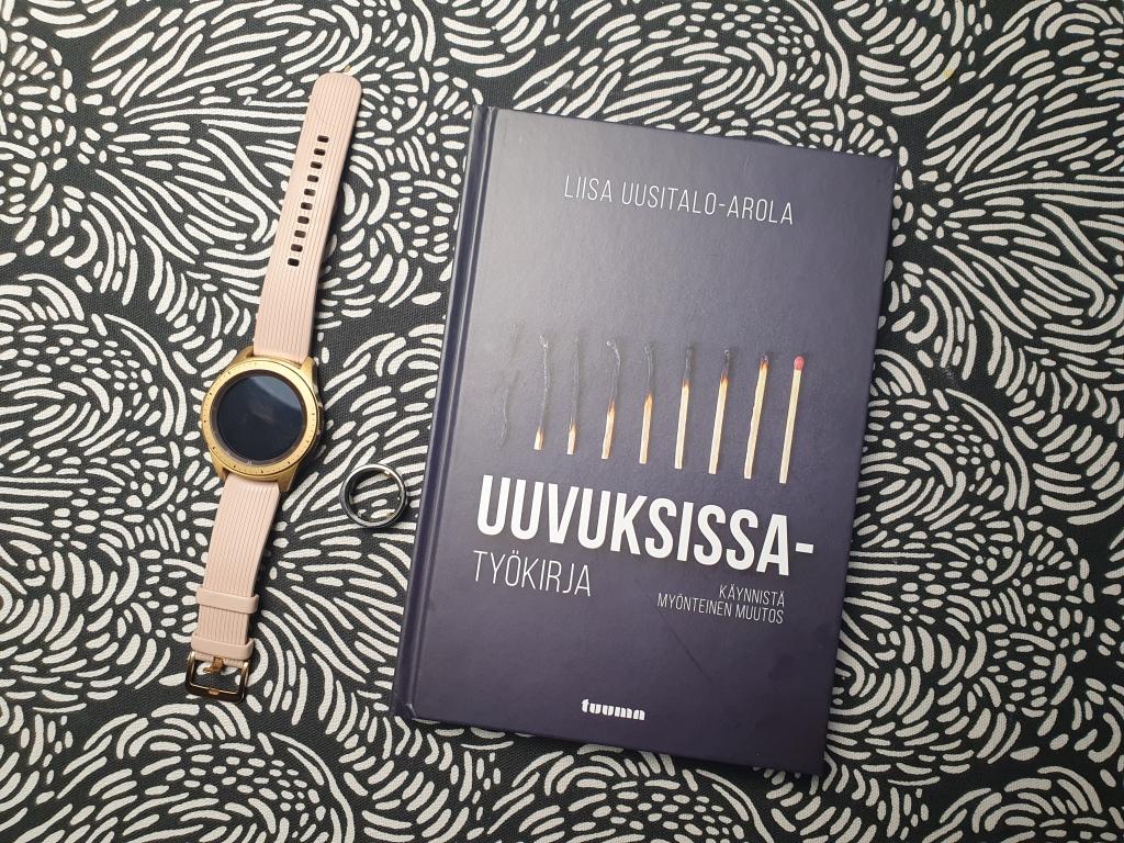 12.1.2021 ilmestyvä Liisa Uusitalo-Arolan uuvuksissa -työkirjan kansi.
