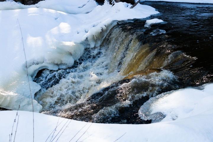 Lähiretkeily – talvinen Myllykulmankoski